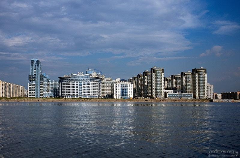 вид на новые дома Васильевского острова